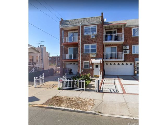3 BR,  1.00 BTH  Townhouse style home in Bensonhurst