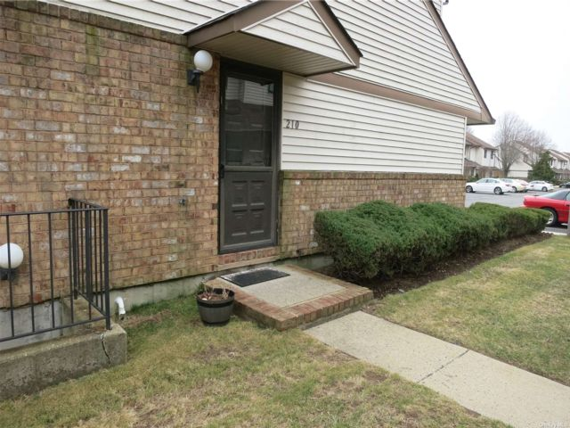 1 BR,  3.00 BTH Townhouse style home in Wantagh