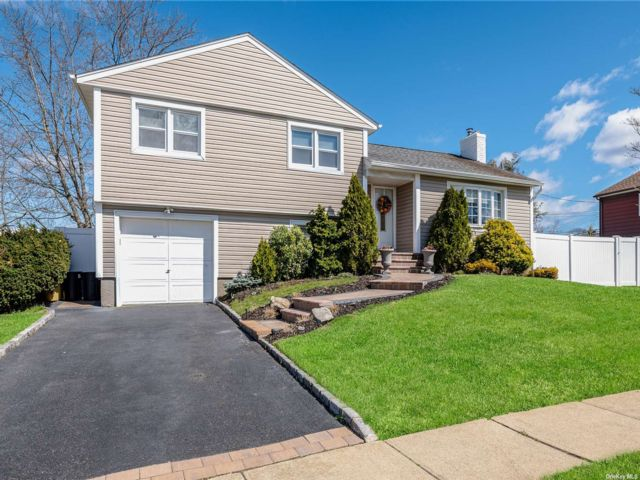 [Plainview Real Estate, listing number 3180561]