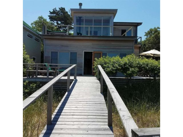 3 BR,  2.00 BTH Contemporary style home in Water Island