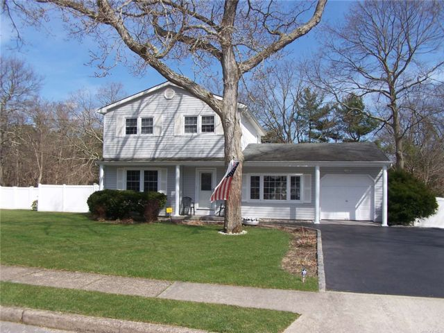 3 BR,  2.00 BTH Colonial style home in Patchogue