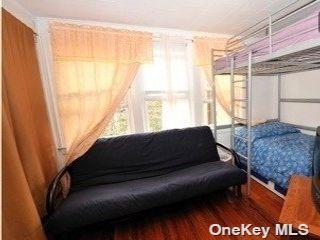 5 BR,  1.00 BTH Apt in bldg style home in Ridgewood