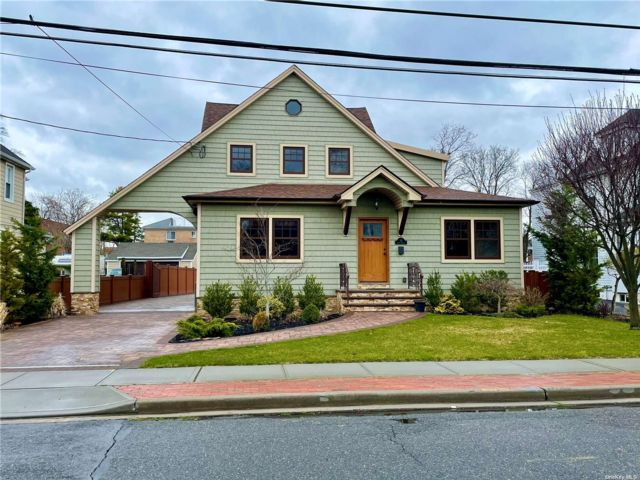 2 BR,  1.00 BTH  Apt in house style home in Rockville Centre