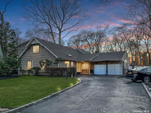 4 BR,  4.00 BTH Farm ranch style home in Hauppauge