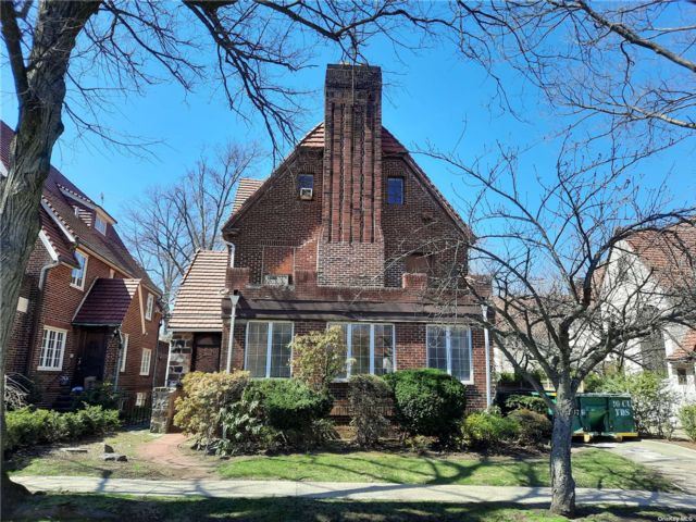 6 BR,  5.00 BTH Tudor style home in Forest Hills