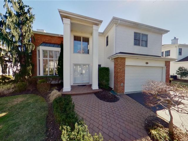 5 BR,  6.00 BTH Other style home in Commack