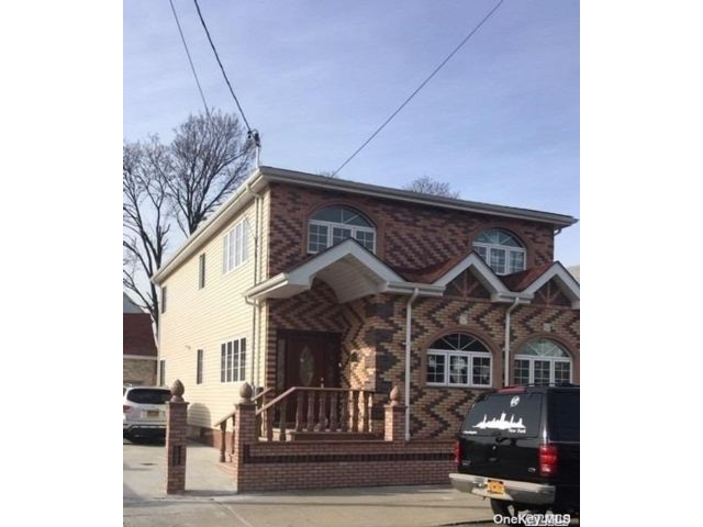 3 BR,  2.00 BTH Apt in house style home in Ozone Park