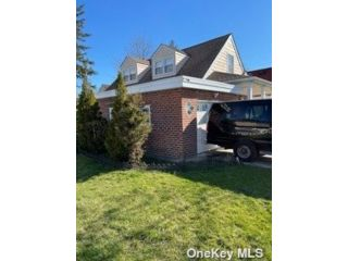 4 BR,  3.00 BTH Contemporary style home in Queens Village