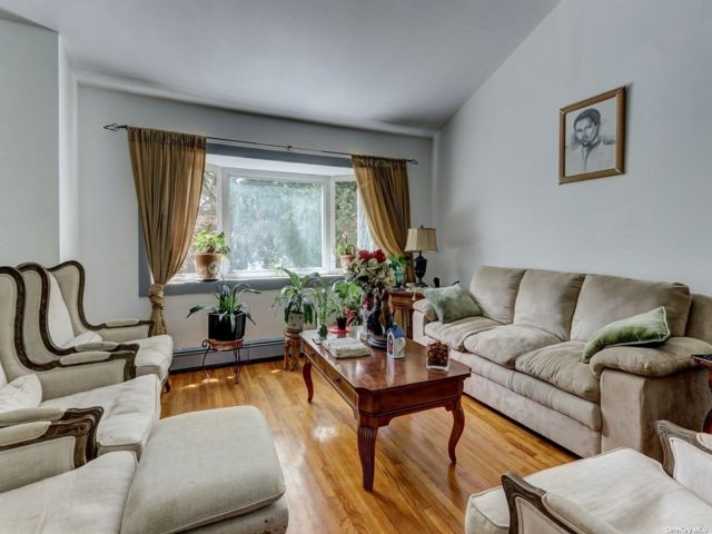 4 BR,  2.00 BTH Hi ranch style home in Elmont