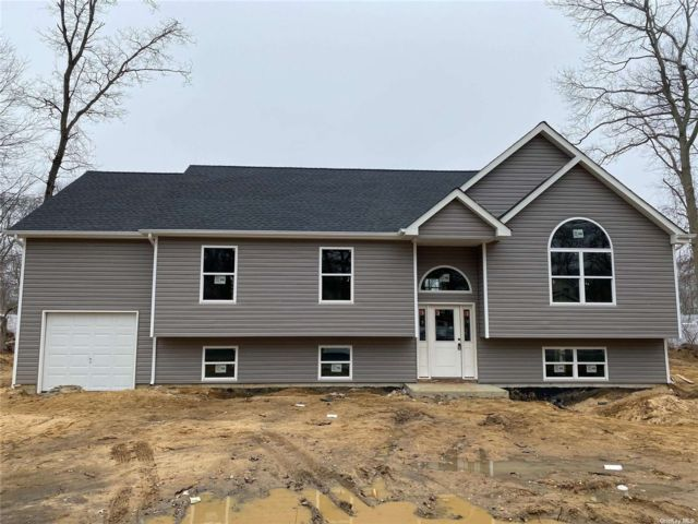 3 BR,  2.00 BTH Raised ranch style home in Riverhead