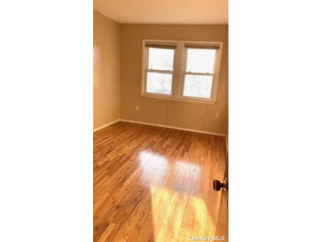 2 BR,  1.00 BTH Apt in house style home in Oakland Gardens