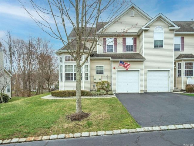 3 BR,  3.00 BTH Townhouse style home in Medford