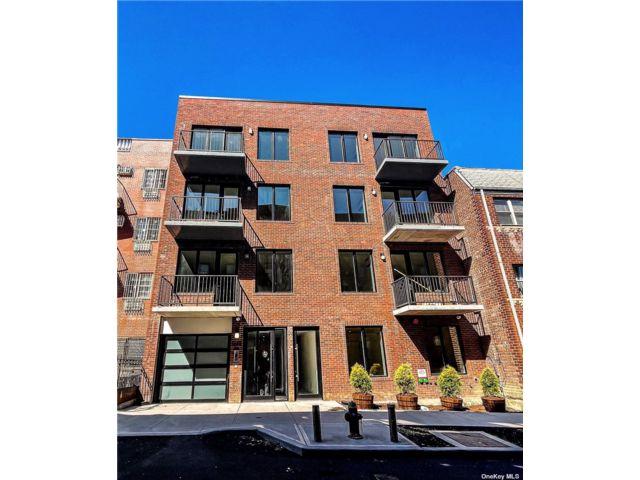[Woodside Real Estate, listing number 3180873]