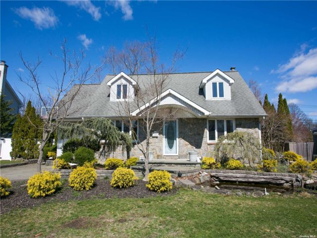 3 BR,  2.00 BTH Cape style home in Westbury