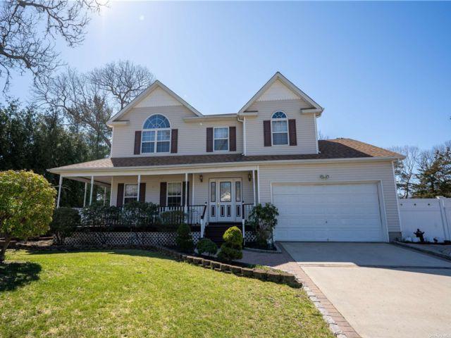 [Centereach Real Estate, listing number 3180889]
