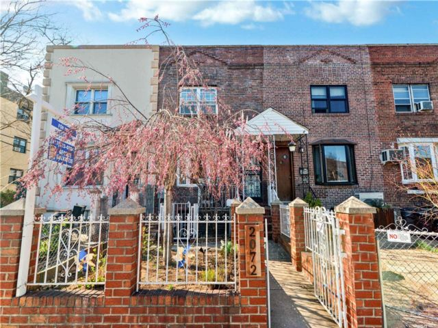 2 BR,  1.00 BTH Colonial style home in Astoria
