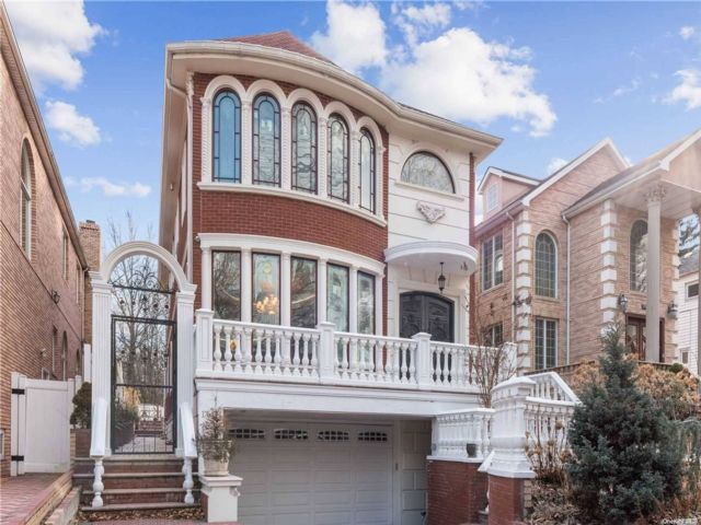 4 BR,  6.00 BTH Colonial style home in Jamaica Estates