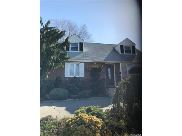 1 BR,  1.00 BTH Apt in house style home in Valley Stream