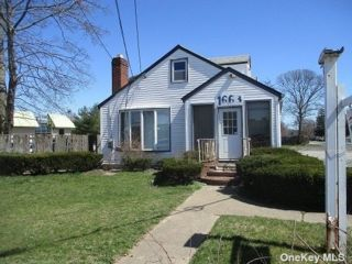 Studio,  0.00 BTH  Commercial style home in Bay Shore