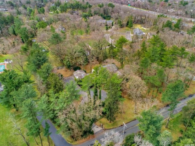 Lot <b>Size:</b> 1.5 Land style home in Old Westbury