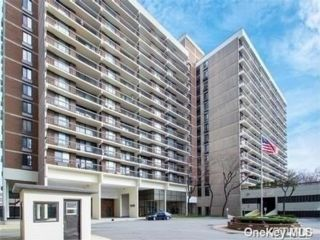 2 BR,  2.00 BTH High rise style home in Flushing