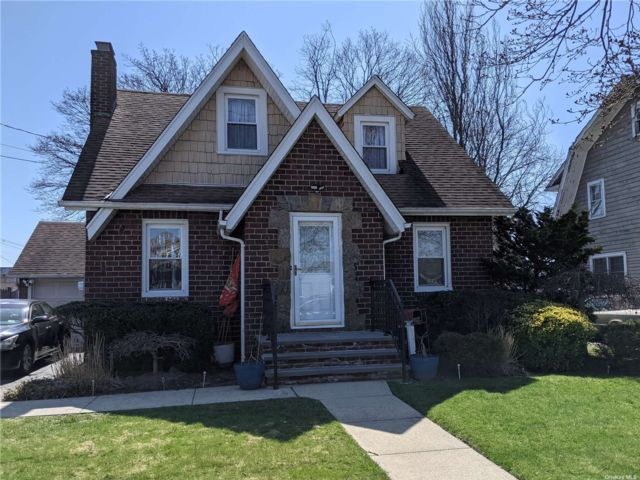 3 BR,  1.00 BTH Colonial style home in Farmingdale