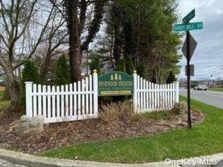 [Commack Real Estate, listing number 3181040]