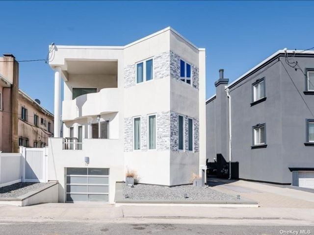 3 BR,  3.00 BTH Contemporary style home in Long Beach