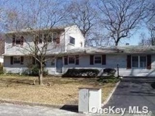 1 BR,  1.00 BTH Colonial style home in Ronkonkoma