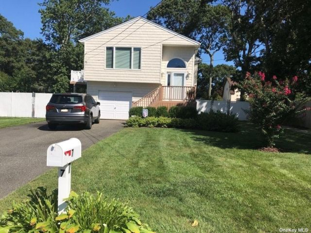 4 BR,  2.00 BTH Hi ranch style home in Shirley