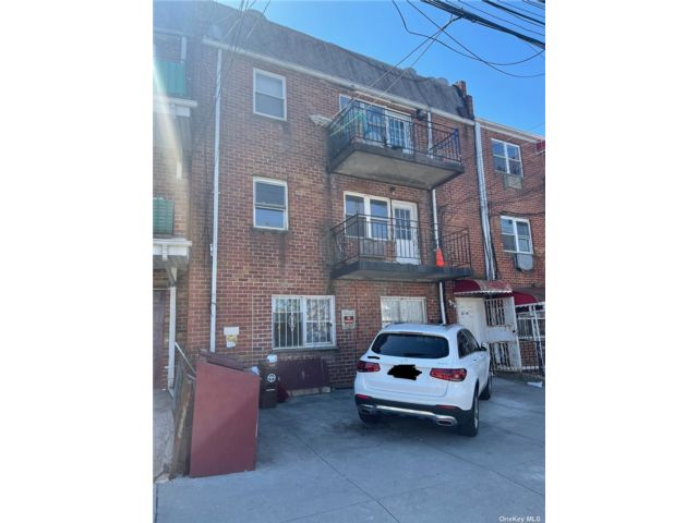 11 BR, 10.00 BTH Other style home in Flushing