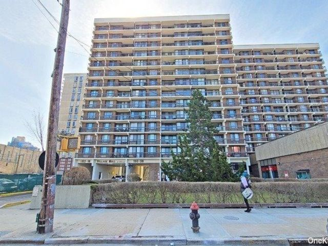 2 BR,  2.00 BTH High rise style home in Kew Garden Hills