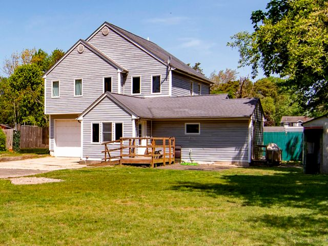 5 BR,  2.00 BTH Exp ranch style home in Islip Terrace