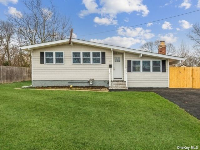 3 BR,  2.00 BTH  Ranch style home in Lake Ronkonkoma