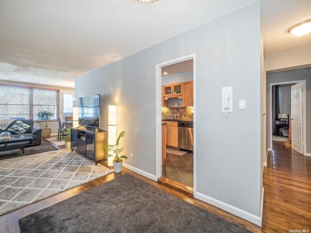 2 BR,  2.00 BTH Mid rise style home in Bayside
