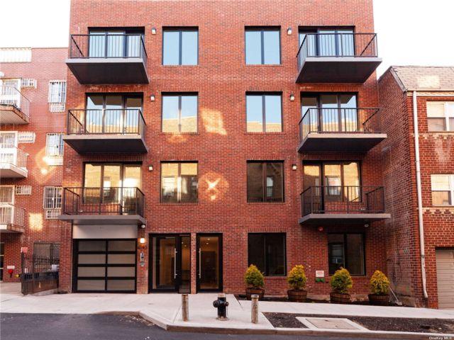 [Woodside Real Estate, listing number 3181190]