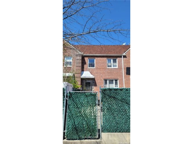 4 BR,  2.00 BTH Colonial style home in Kew Garden Hills