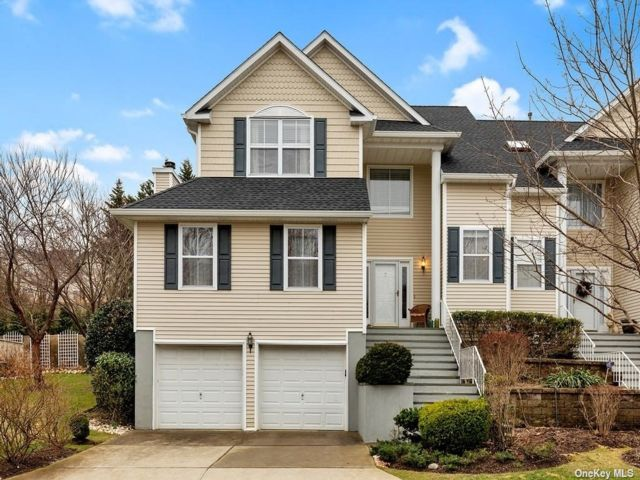 3 BR,  3.00 BTH  Townhouse style home in Port Jefferson