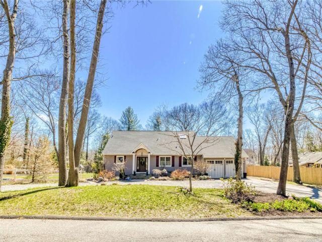 4 BR,  4.00 BTH Exp cape style home in Miller Place