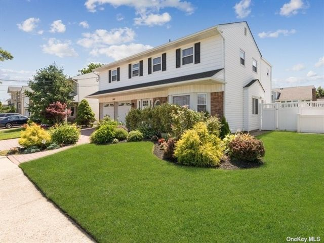 4 BR,  3.00 BTH Splanch style home in Oceanside