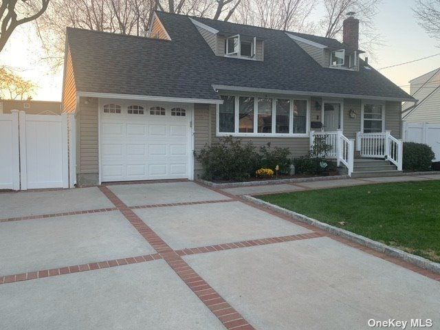 3 BR,  1.00 BTH Cape style home in East Northport