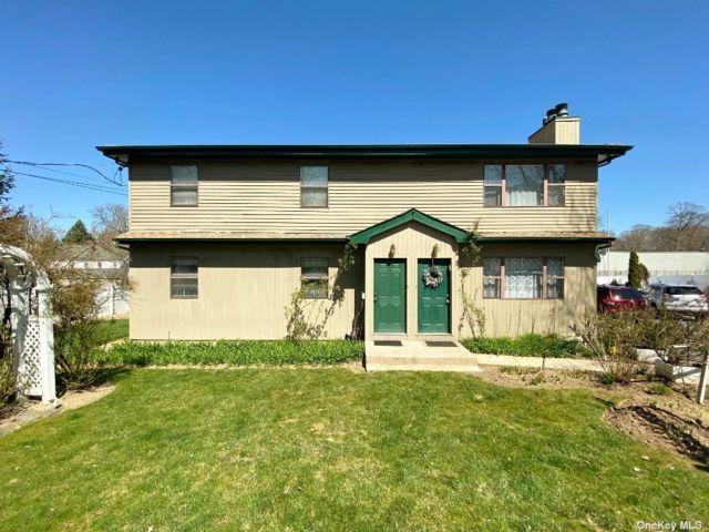 3 BR,  2.00 BTH Duplex style home in Glen Cove
