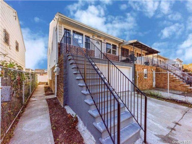 2 BR,  1.00 BTH Multi family style home in Far Rockaway