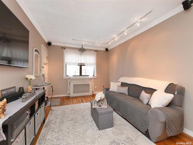 3 BR,  1.00 BTH Garden apartmen style home in Kew Garden Hills