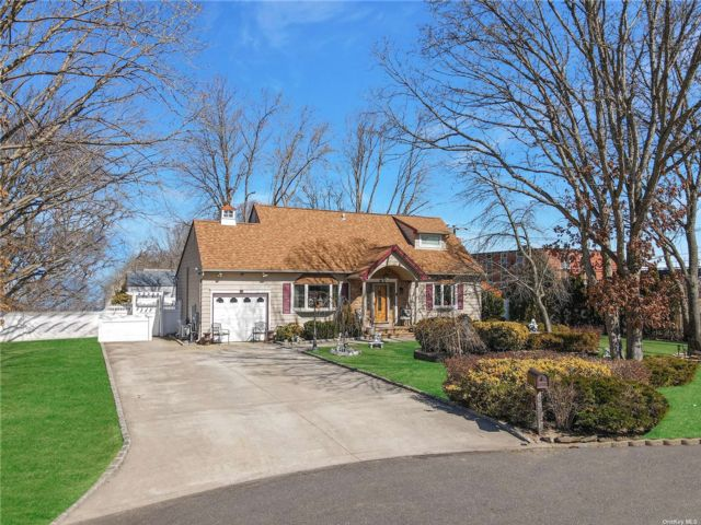 4 BR,  3.00 BTH Contemporary style home in Centereach