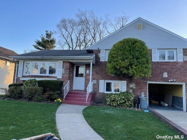 3 BR,  3.00 BTH  Split level style home in East Meadow