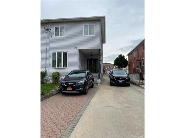 4 BR,  4.00 BTH 2 story style home in Whitestone