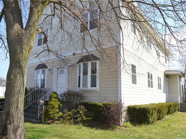 Studio,  0.00 BTH  Commercial style home in Port Jefferson Station