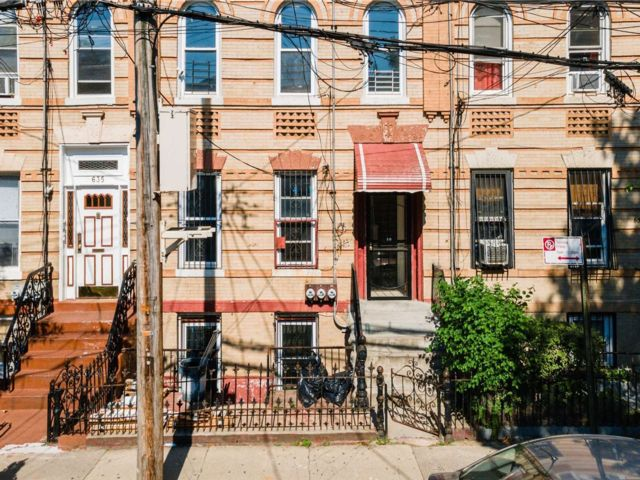 9 BR,  3.00 BTH 2 story style home in East New York