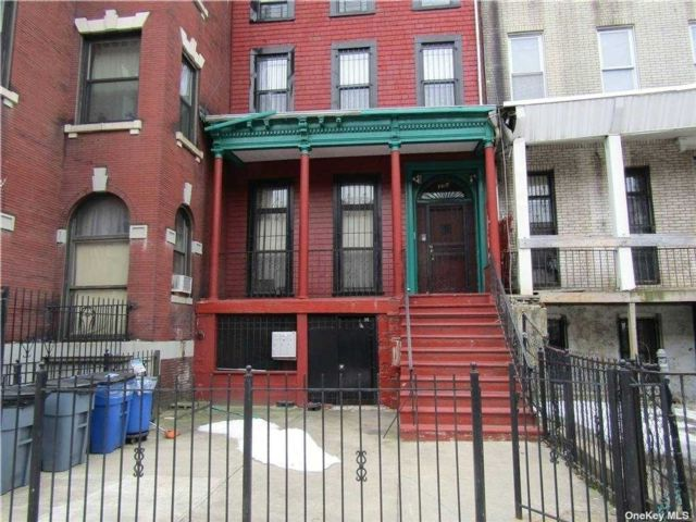 6 BR,  4.00 BTH Duplex style home in Crown Heights